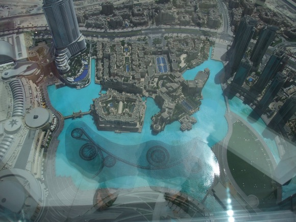 Dubai-Fountain-from-above